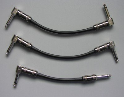 Opposing right angle plugs on a pedalboard patch cable