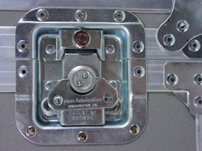 Locking recessed latch